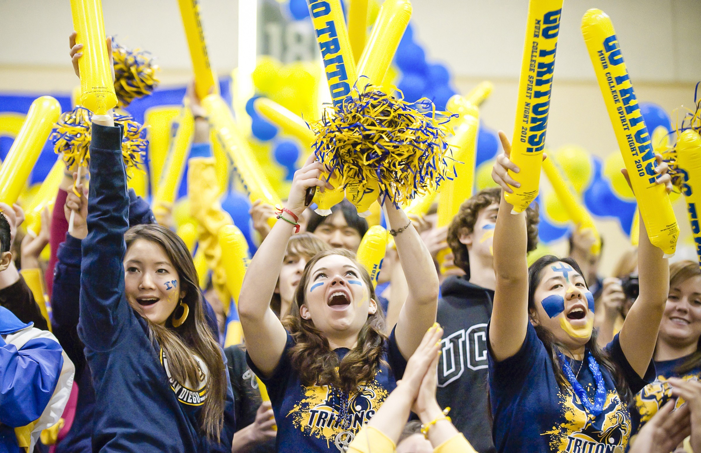 UC San Diego students celebrate Spirit Night, photo by Eric Jepsen